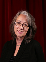 Headshot of Catherine Hinrichsen